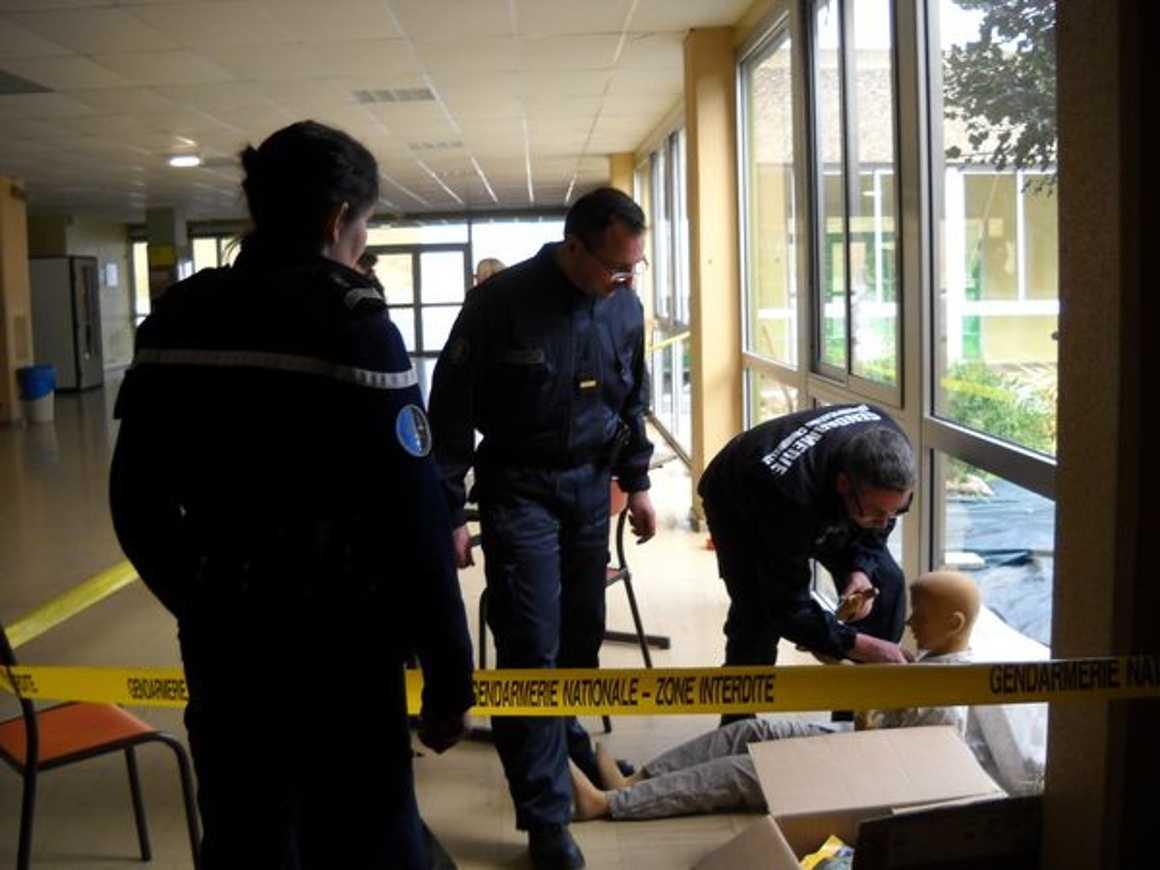 La gendarmerie scientifique au lycée dscn0530