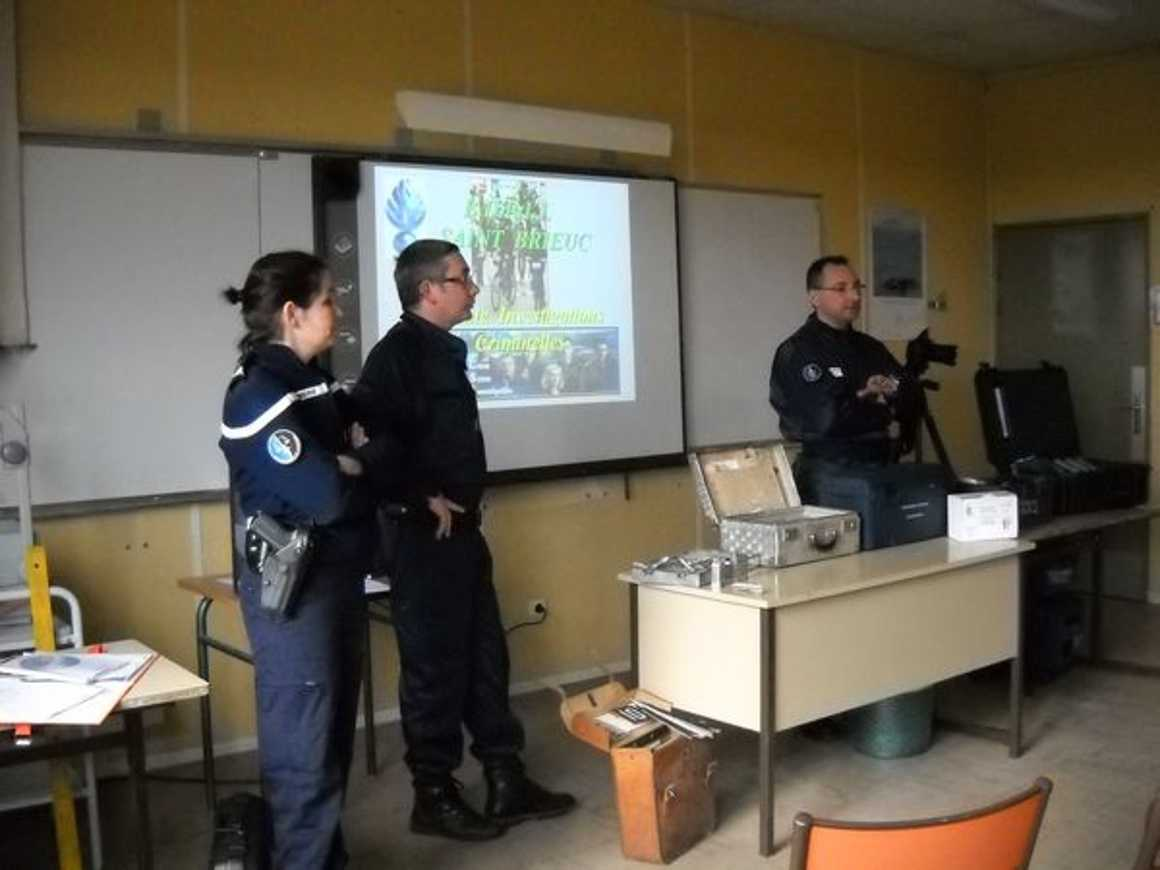 La gendarmerie scientifique au lycée dscn0537