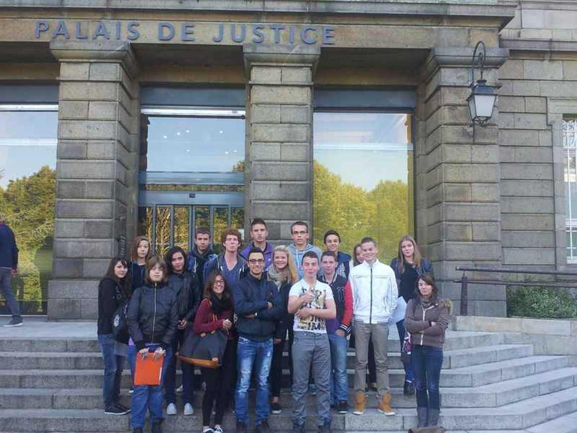 Les 2GA-COM ont découvert le Tribunal de Grande Instance de Saint-Brieuc 20131007110122