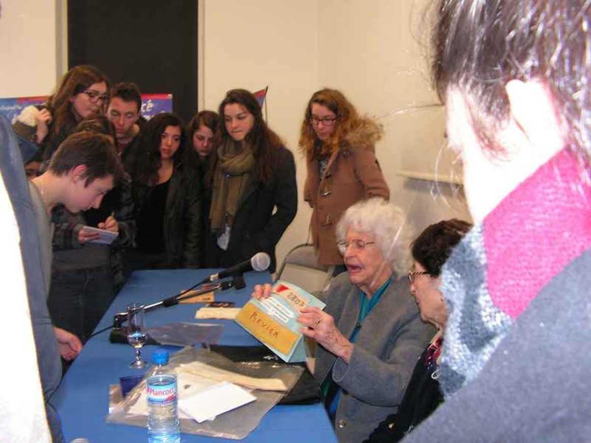 70 ans de la Libération en 1944 : les élèves du lycée accueillis à la MJC de Lamballe par d''anciens déportés pict0065