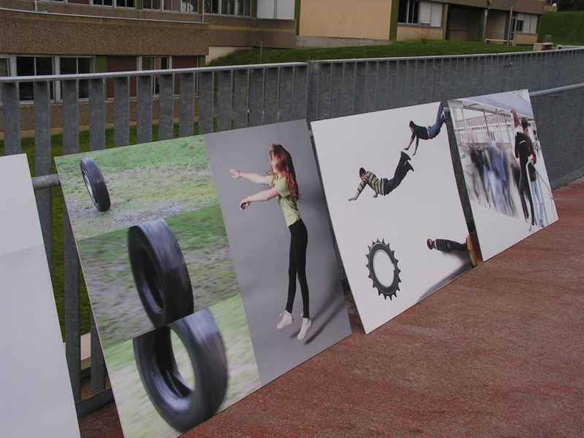 La passerelle devient lieu d''exposition pict0096