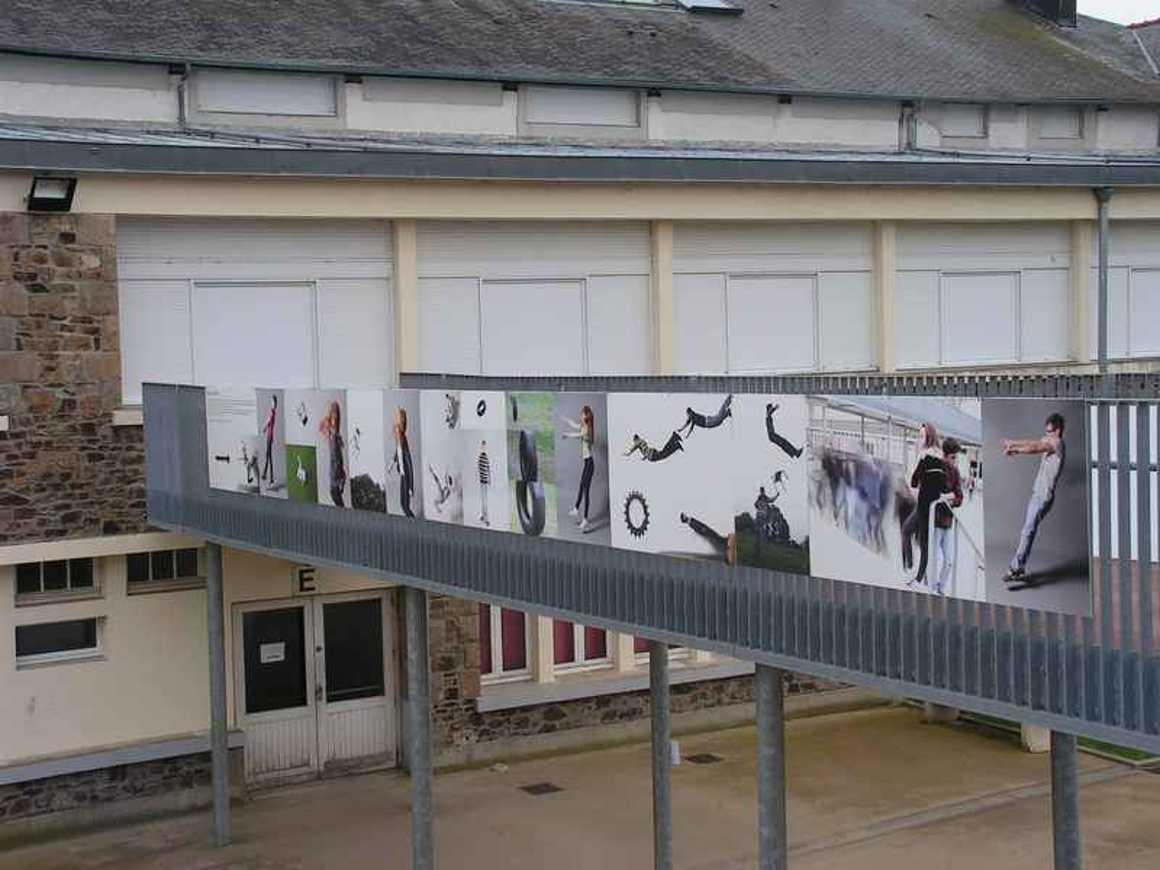 La passerelle devient lieu d''exposition pict0102