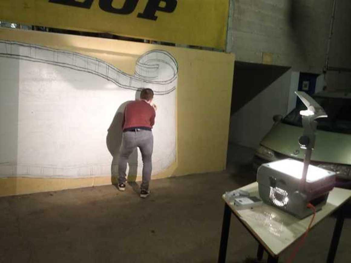 Des fresques pour égayer les ateliers p1220030
