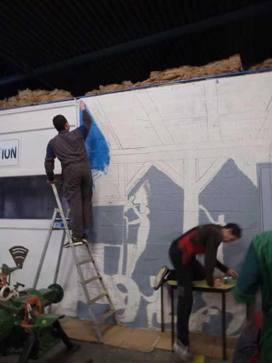 Des fresques pour égayer les ateliers p1290004