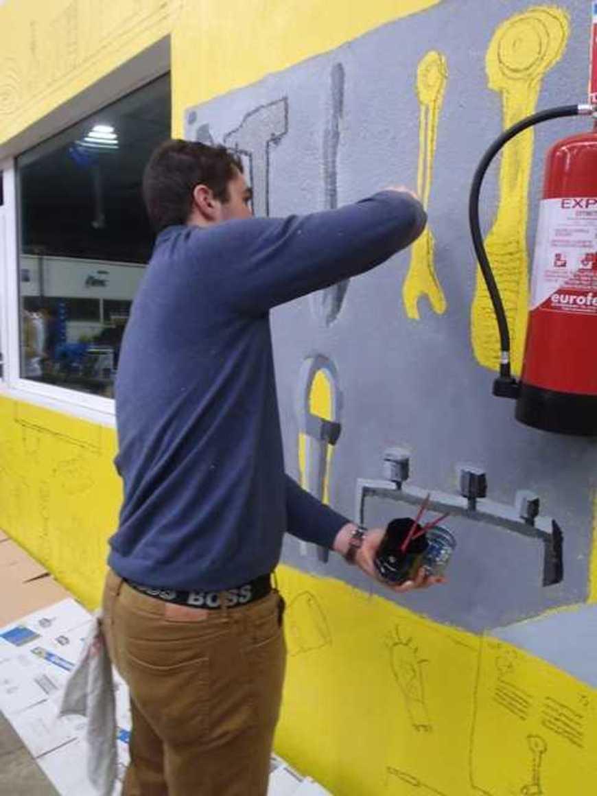Des fresques pour égayer les ateliers p2190037