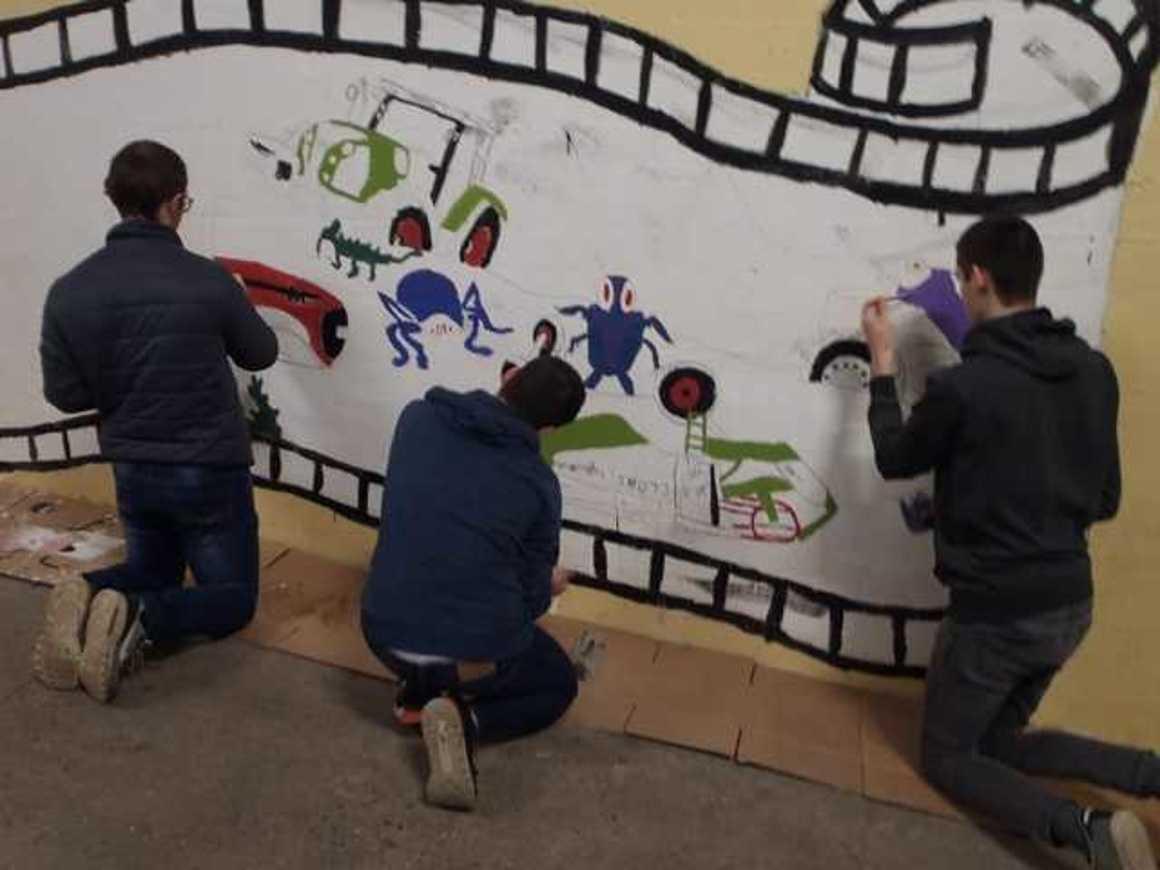 Des fresques pour égayer les ateliers p3120006