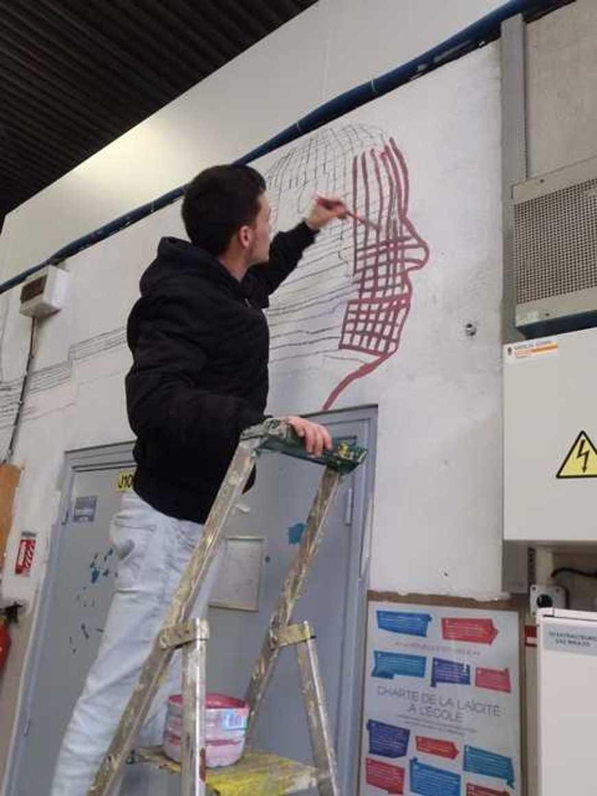 Des fresques pour égayer les ateliers p3120010