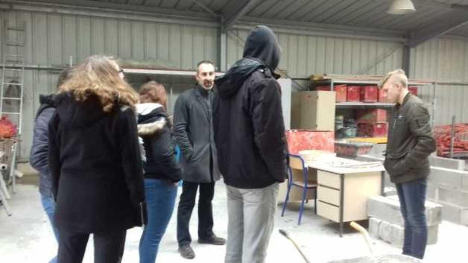 Les élèves de l'ULIS en visite en vue de leur orientation professionnelle ulis15