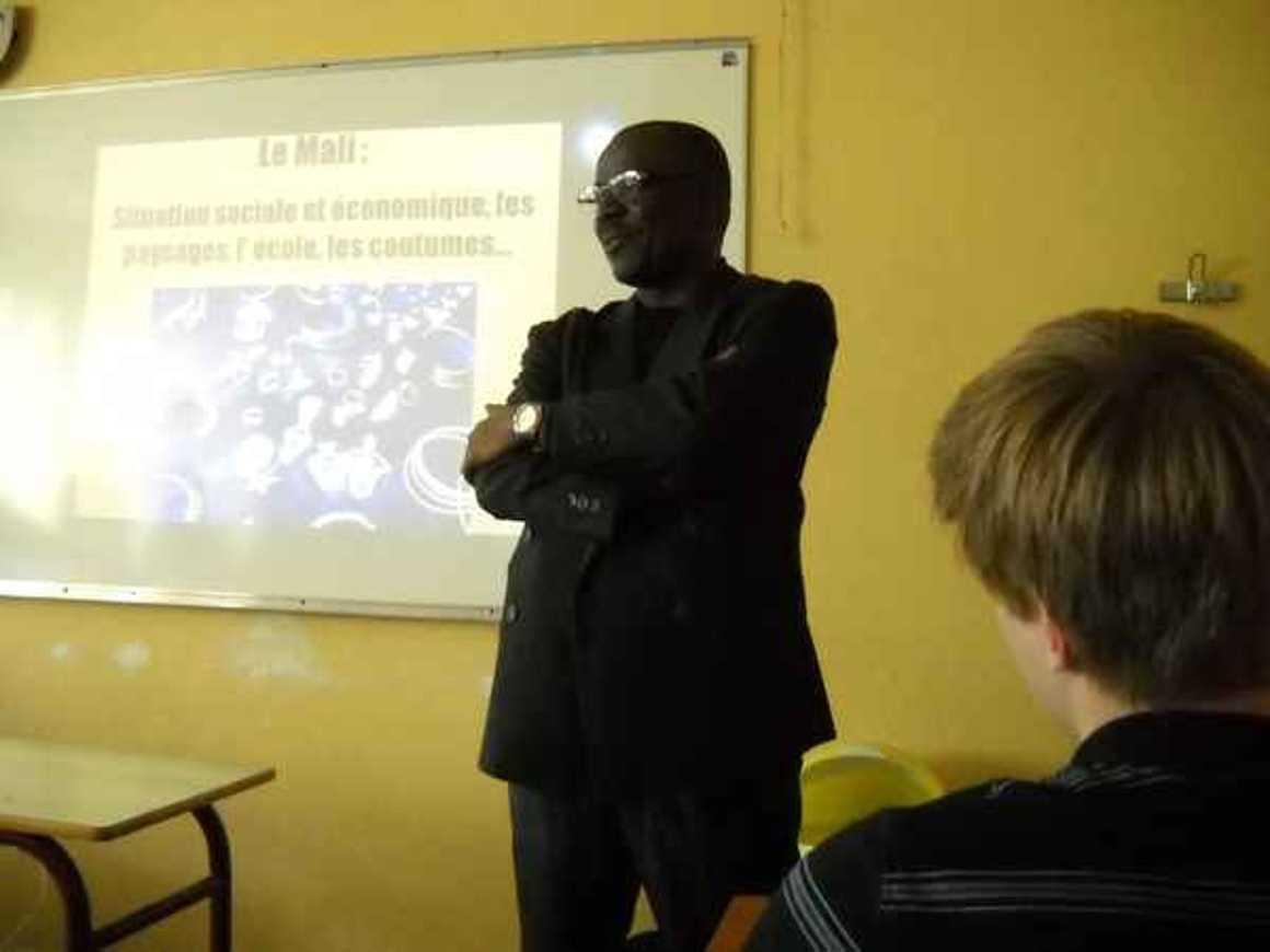 Moussa Mohamed Sagayar sensibilise les élèves du lycée à la situation au Mali photo183