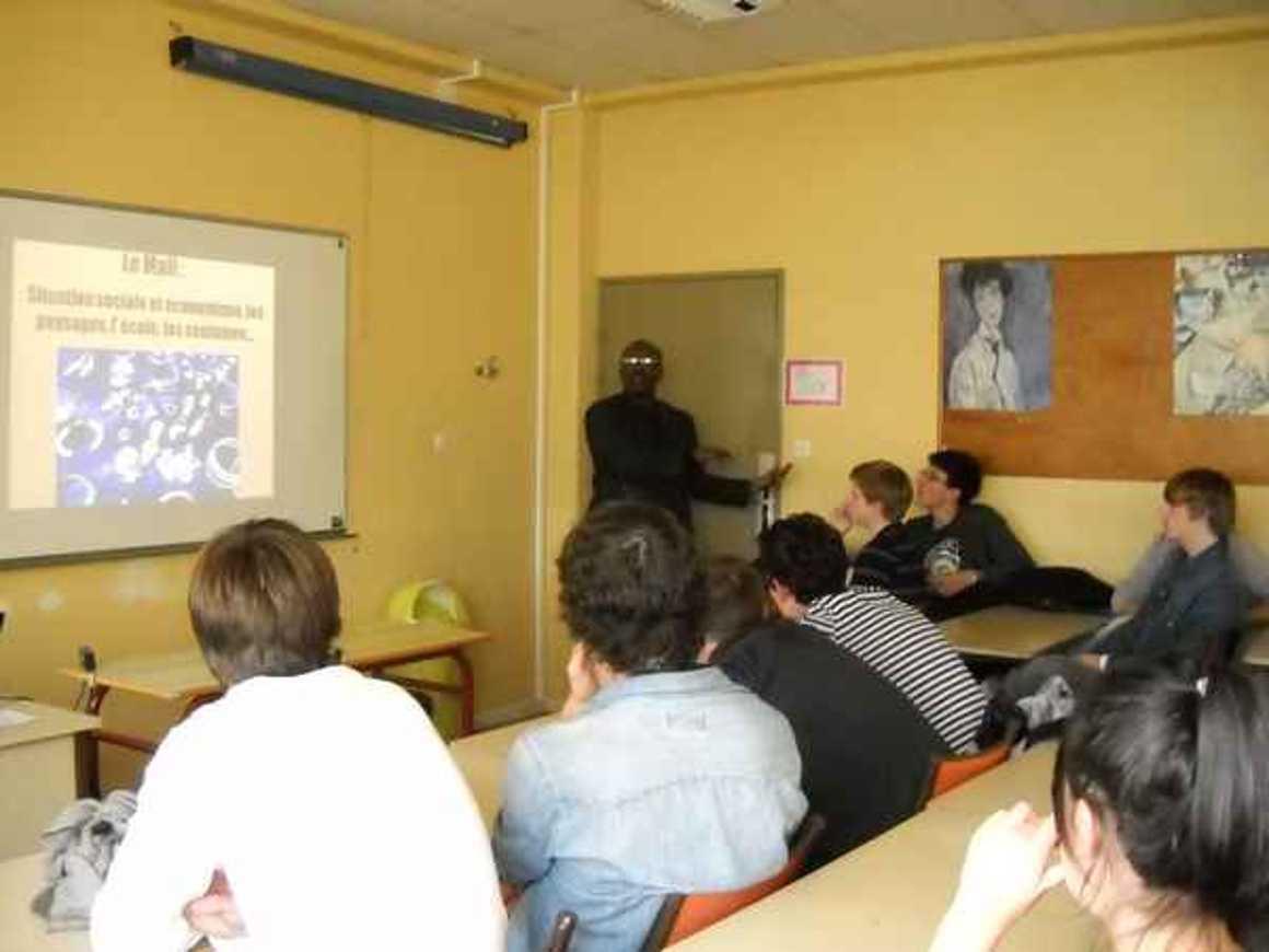 Moussa Mohamed Sagayar sensibilise les élèves du lycée à la situation au Mali photo187