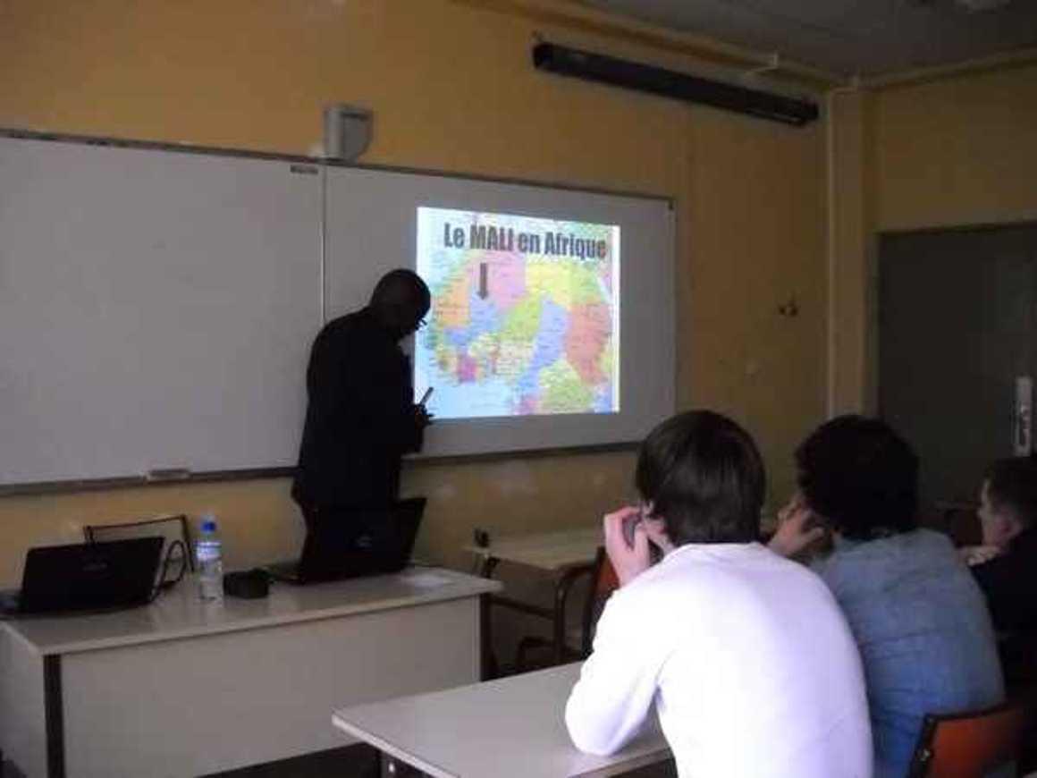 Moussa Mohamed Sagayar sensibilise les élèves du lycée à la situation au Mali photo189