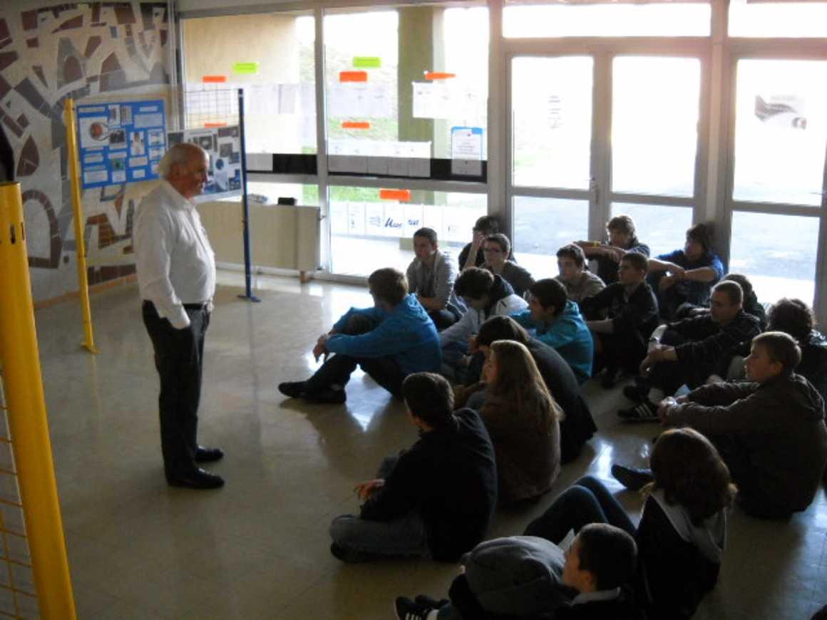 Claude MOTTA rencontre les 1S dans le cadre de la semaine des sciences dscn1519