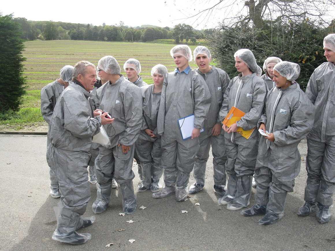 Les 1S3 ont visité un élevage de porc et la station de traitement des effluents sortie1s32012002