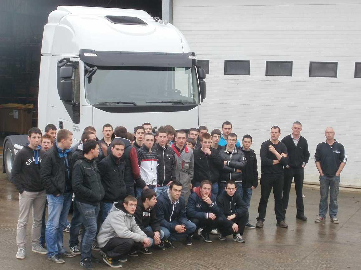 Les VI ont découvert et accueilli de nouveaux camions pc211826
