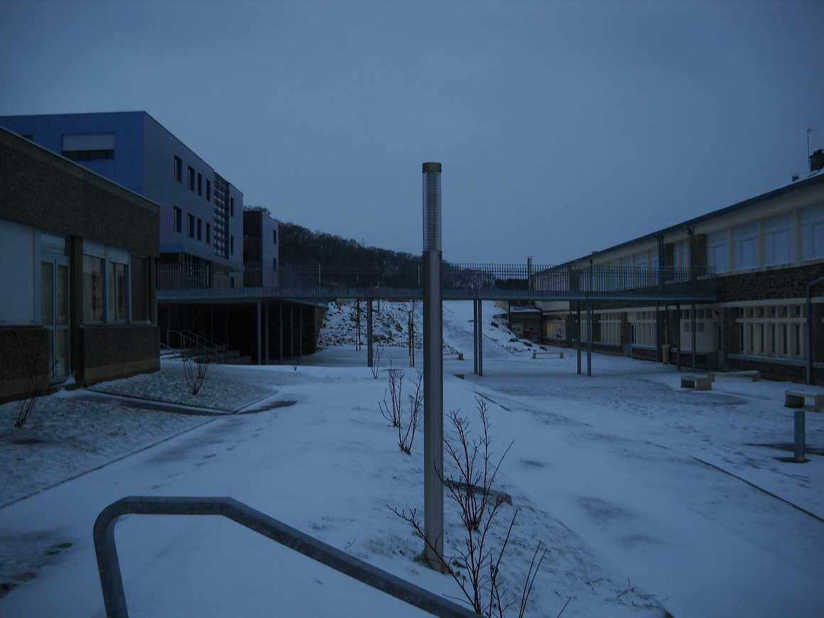 Le lycée sous la neige dscn3659