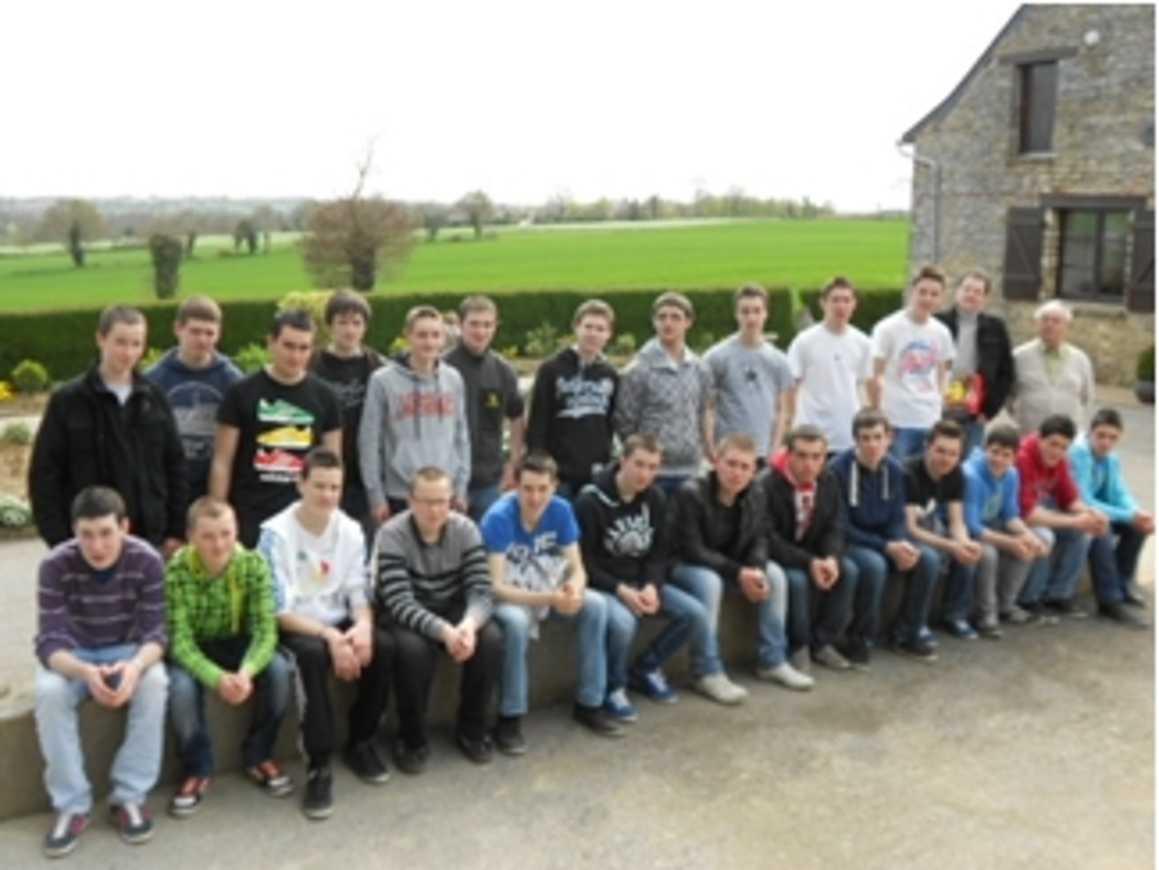 26 élèves internes ont visité le musée paysan de THOURIE 0