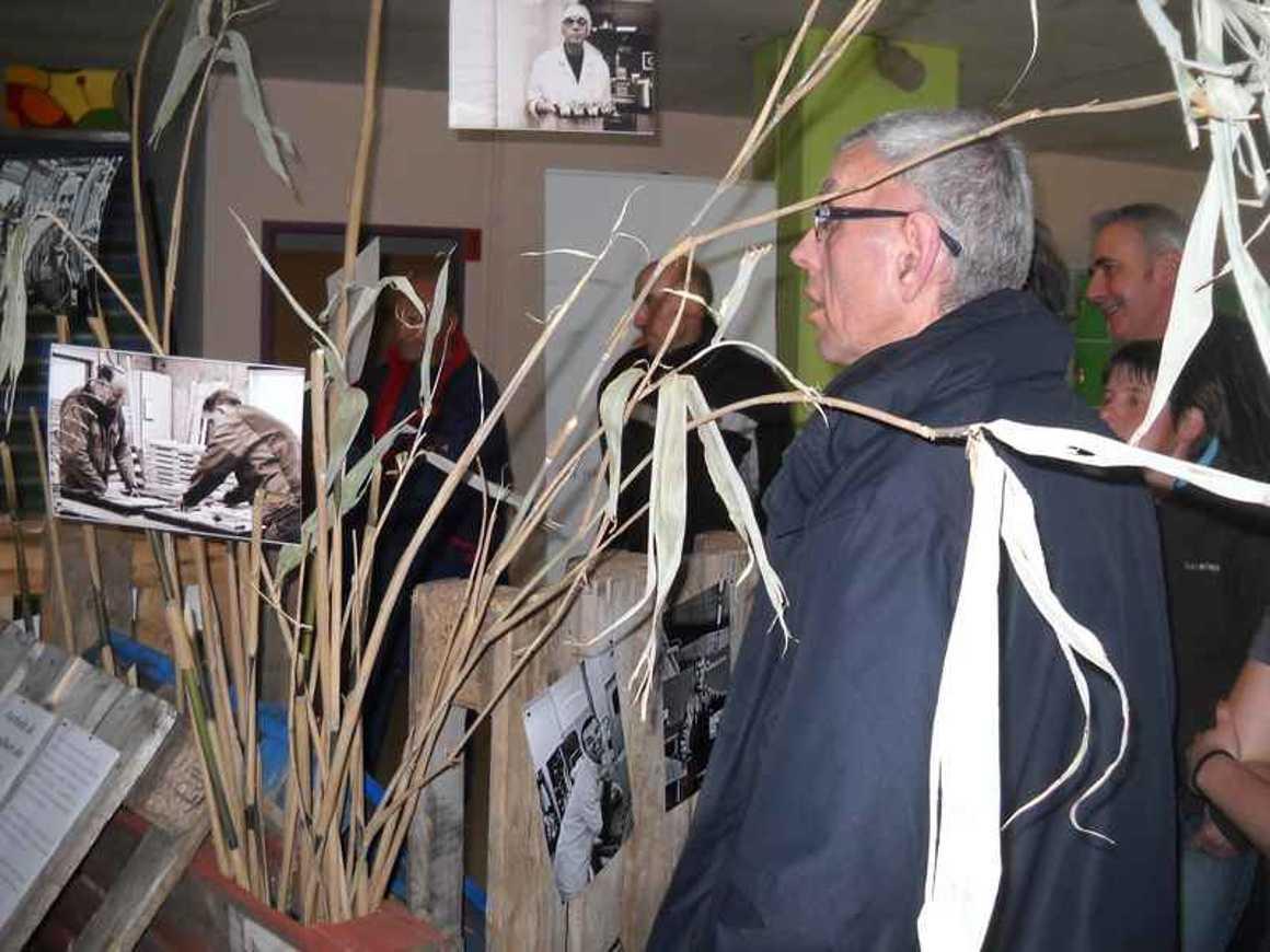 """Une assemblée nombreuse pour le vernissage de l''exposition : """"Les Pifaudais"""" dscn4277"""