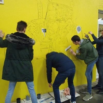 Des fresques pour égayer les ateliers