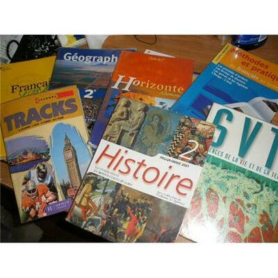 Les manuels scolaires et les listes de fournitures<br>