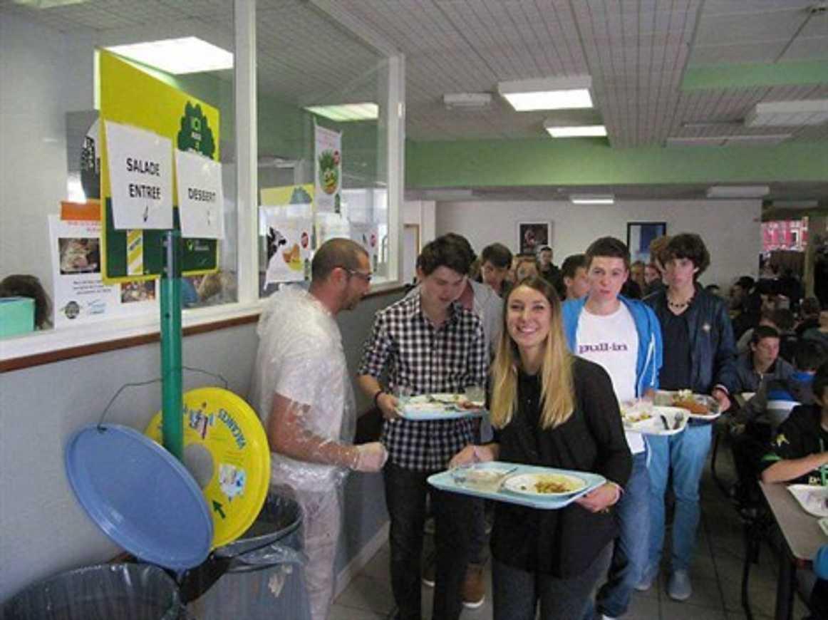 Tri des déchets au self du lycée Henri-Avril (OF) 0