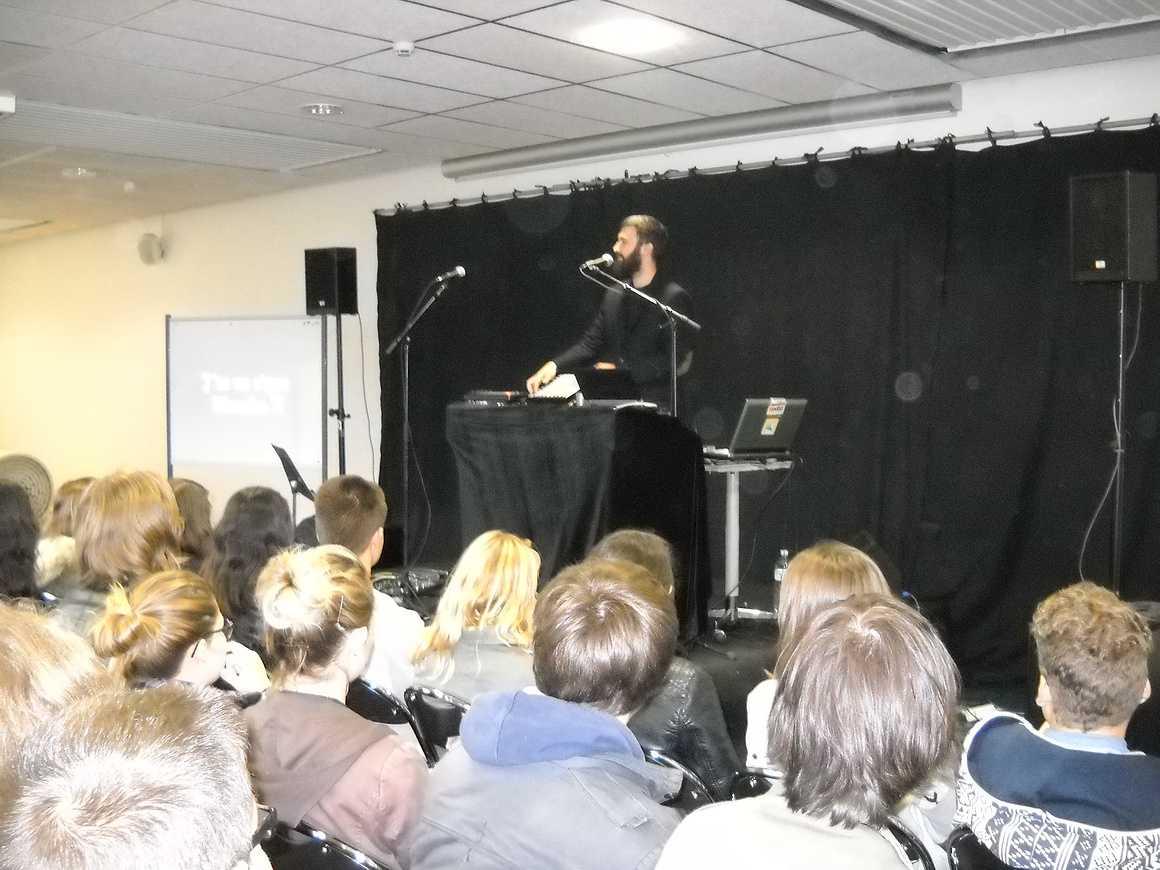 Sapritch anime une conférence chantée dans le cadre de cité rap dscn4965