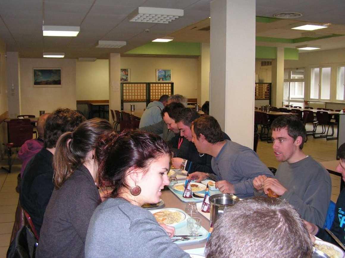 Après le boeuf musical, le CVL et les adultes de l''ADAPEI ont déjeuné ensemble pict0079