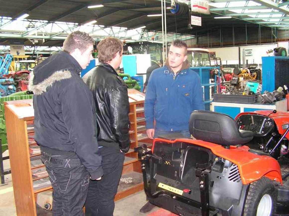 Une visite captivante des ateliers pour les personnels de l''ESATCO pict0084