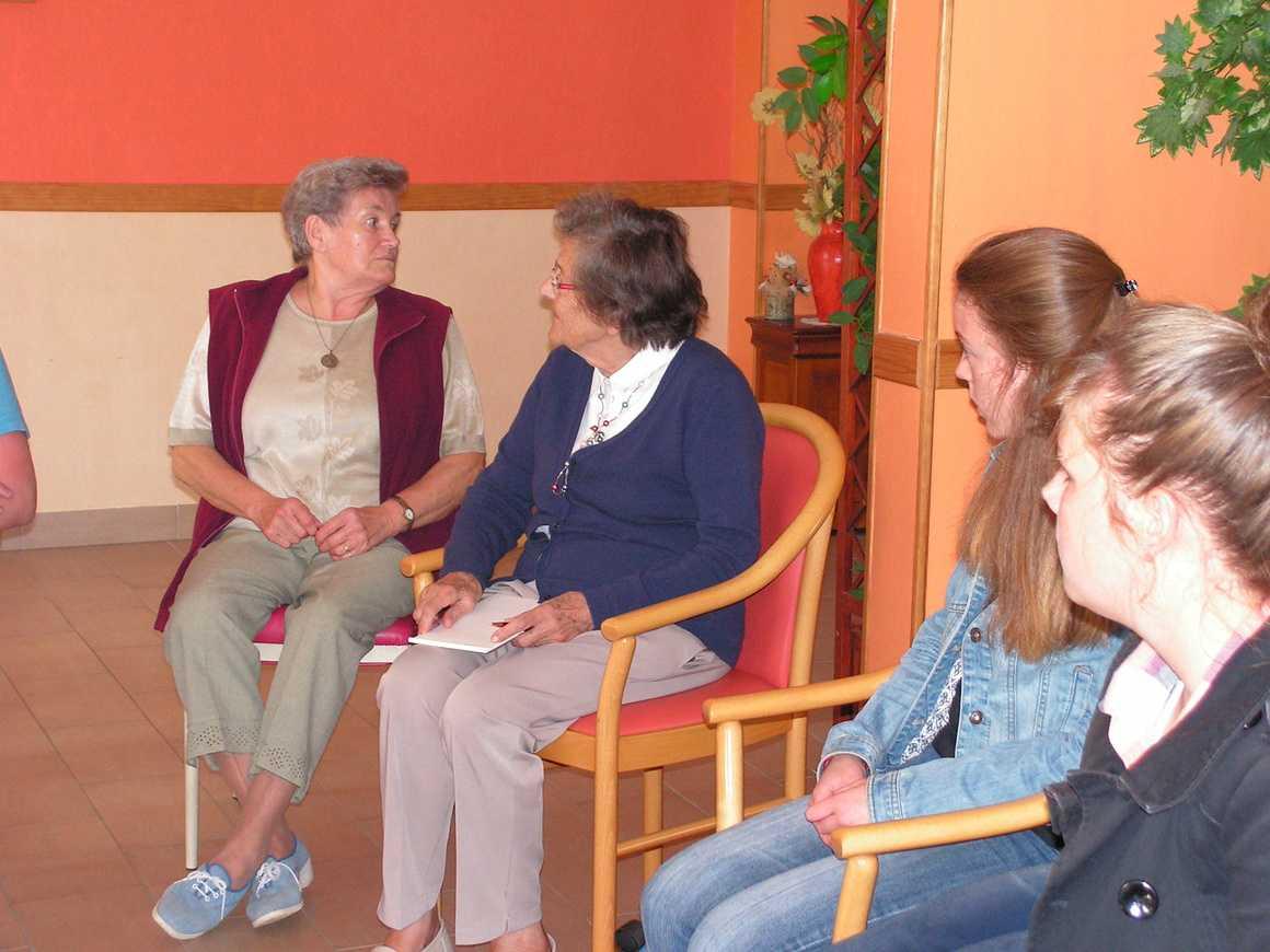 Première rencontre au foyer logement pict0336