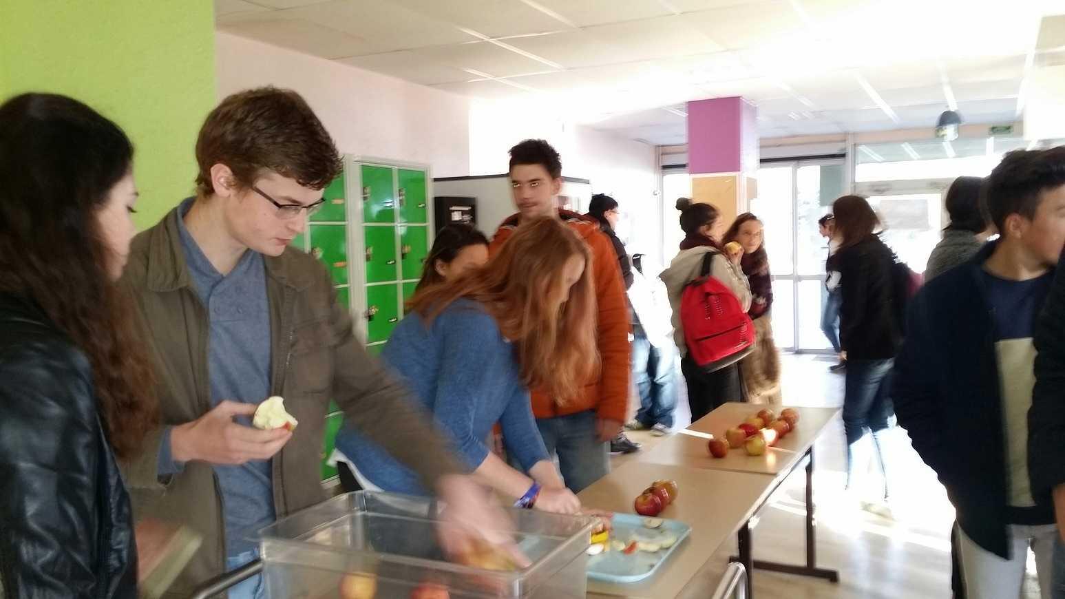 Première opération des pommes à la récré 20141107095700resized