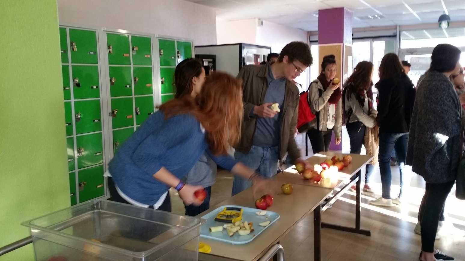 Première opération des pommes à la récré 20141107095712resized