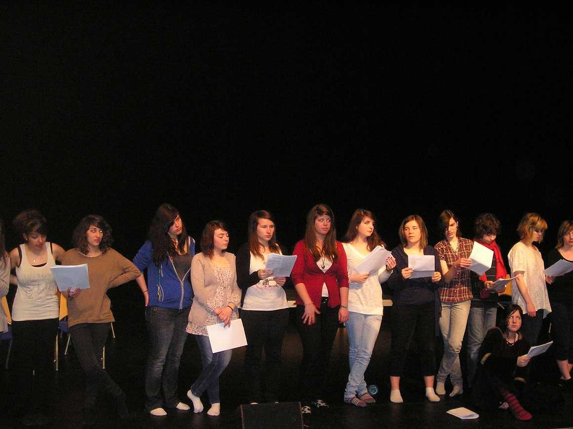 """Répétition du spectacle des 1ères L : """"Le Grand Bazar"""" mars2011014"""