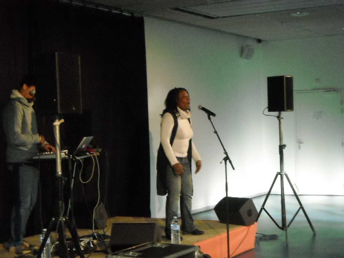 Zara Moussa : une rappeuse nigérienne au lycée dscn0199