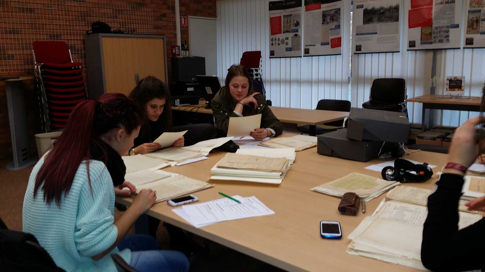 Un après midi bien chargé aux Archives départementales 20141124144351