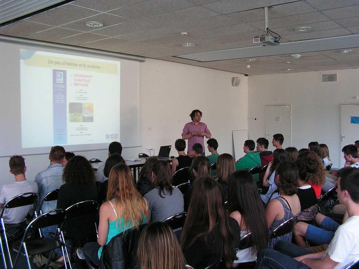 Conférence de Lionel Salvayre sur le changement climatique pict0050