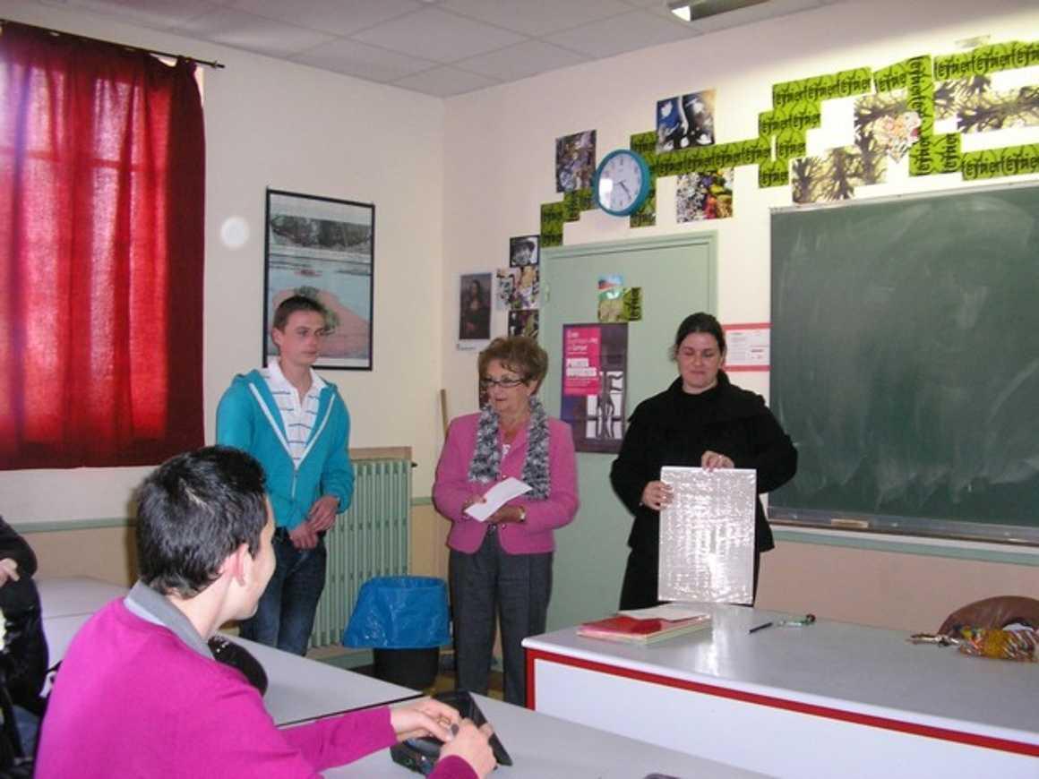 Un élève du lycée lauréat d''un concours d''affiche organisé par la Mairie de Lamballe p1010035