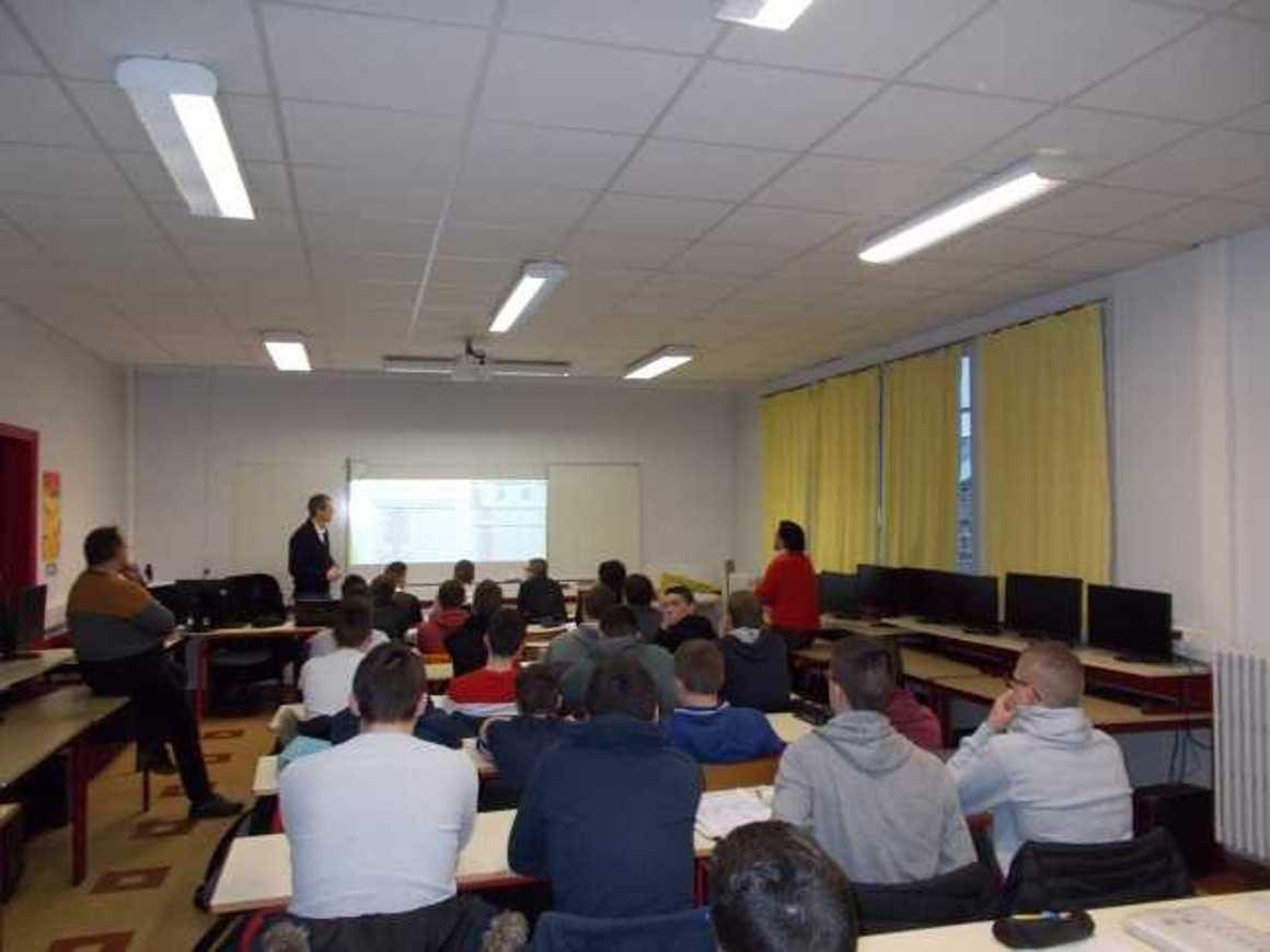 Des professionnels au lycée pour la Semaine de l''Industrie d474.tmp