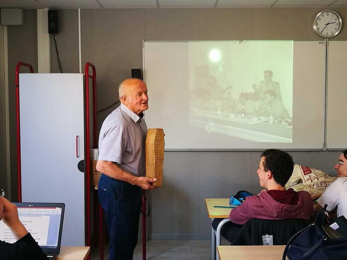 M. Louis Orveillon ancien appelé de la guerre d'Algérie témoigne auprès des premières L 0