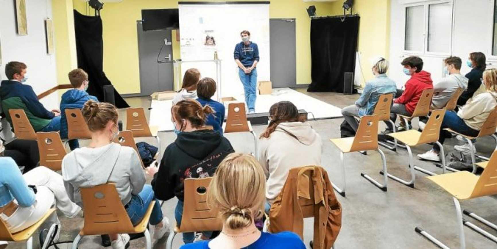 Le théâtre du Totem joue « Hommes de boue » au lycée Henri Avril à Lamballe 0