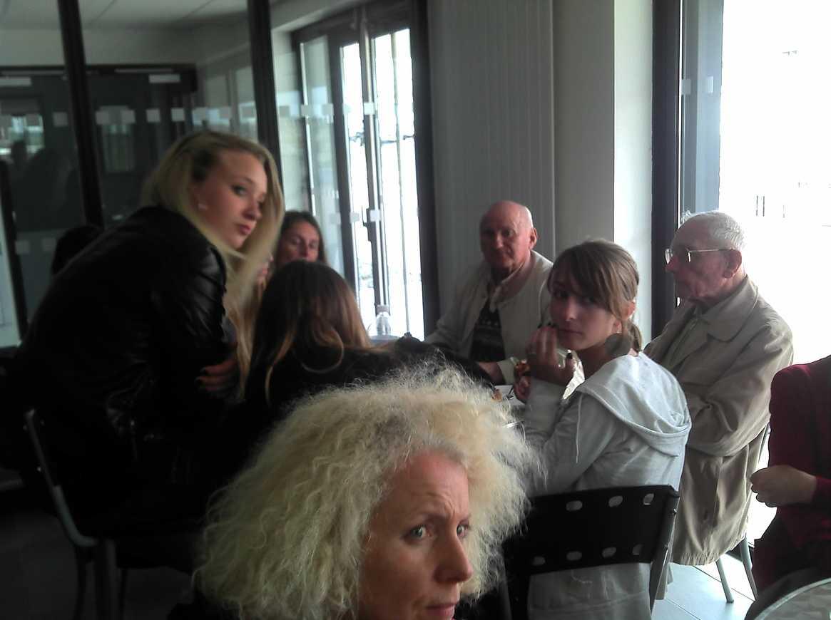 Des personnes du Foyer logement de Lamballe ont visité l''internat 2011-06-0716-28-46404