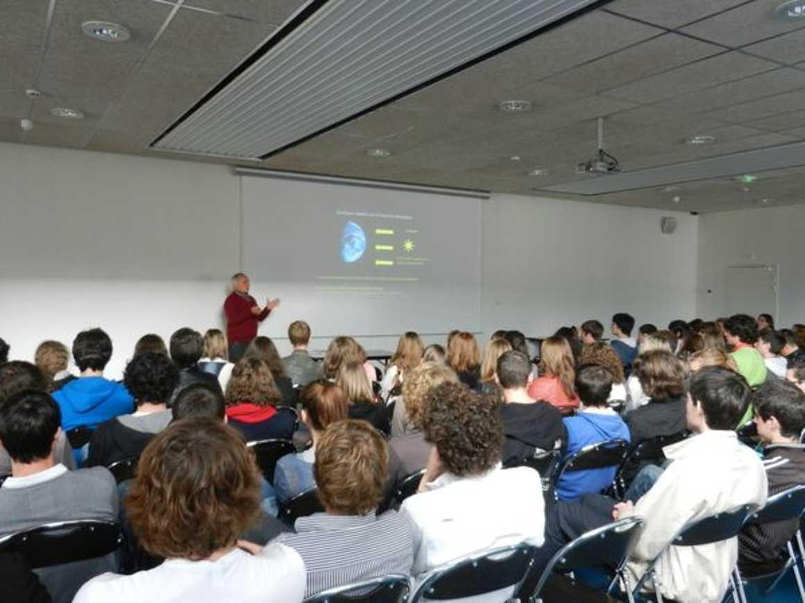 « Le climat et ses changements ? un retour vers le futur » conférence de Mr Labeyrie 2012eddlamballe006