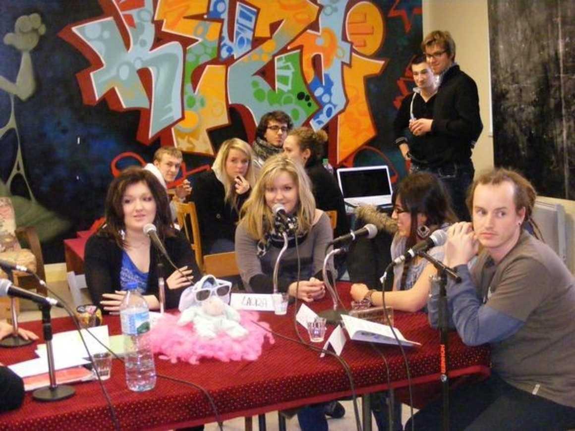 """Des jeunes du lycée ont participé au débat """"Les jeunes et la société"""" 0"""