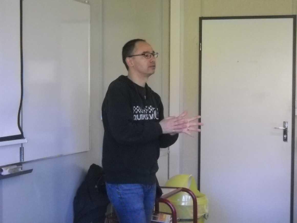 Laurent Rivier, journaliste au Télégramme invité par les 1STG2 dscn2397