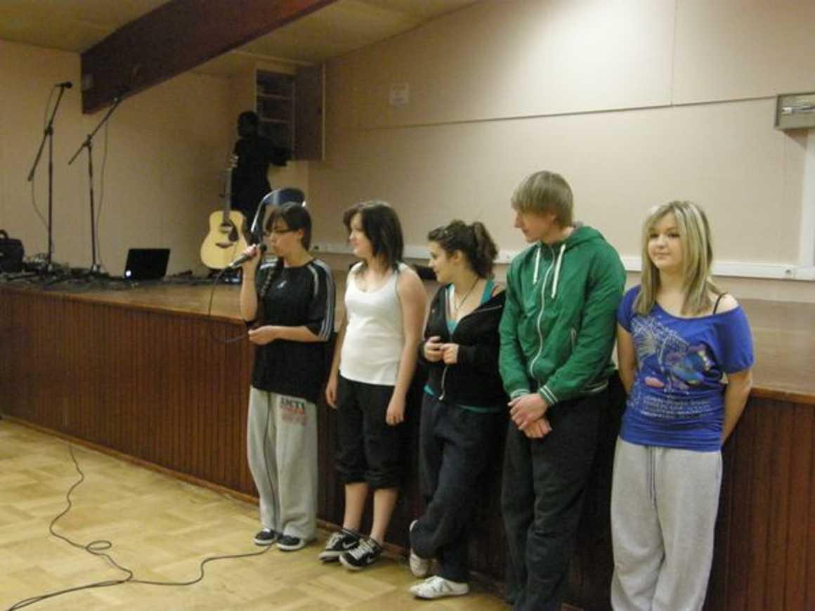 """Julie, Laura, Océane et leurs ami(e) s dansent pour ''''Crayons de couleur"""" p3310012"""