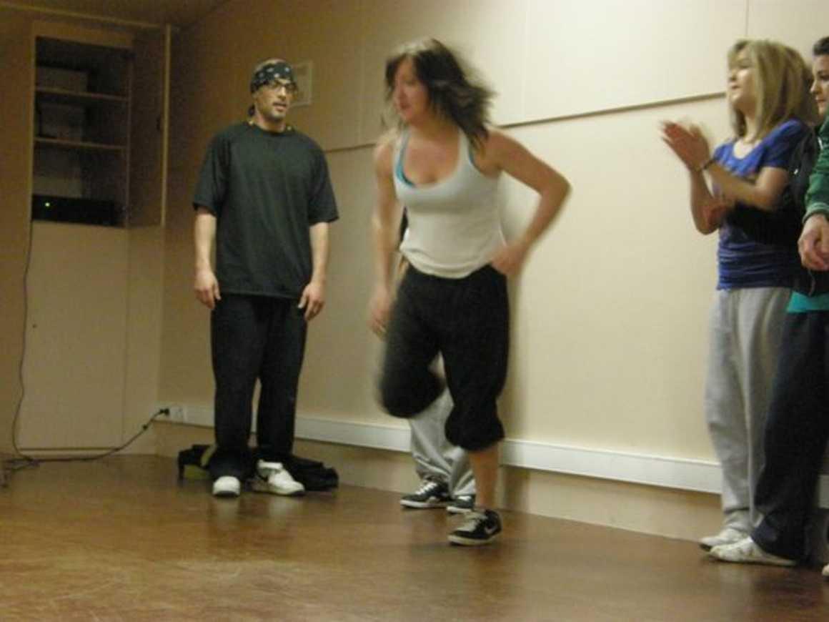 """Julie, Laura, Océane et leurs ami(e) s dansent pour ''''Crayons de couleur"""" p3310035"""