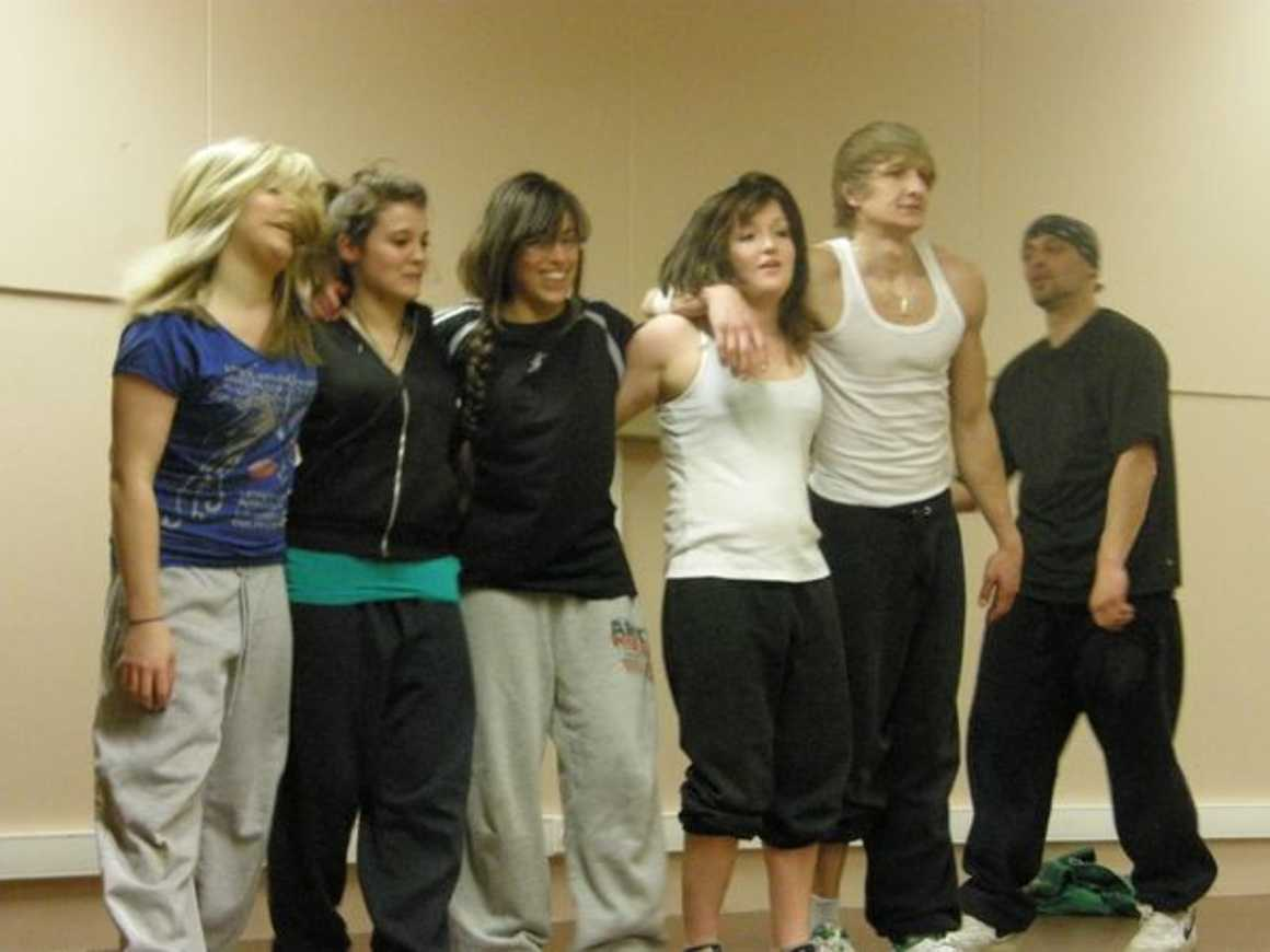 """Julie, Laura, Océane et leurs ami(e) s dansent pour ''''Crayons de couleur"""" p3310041"""
