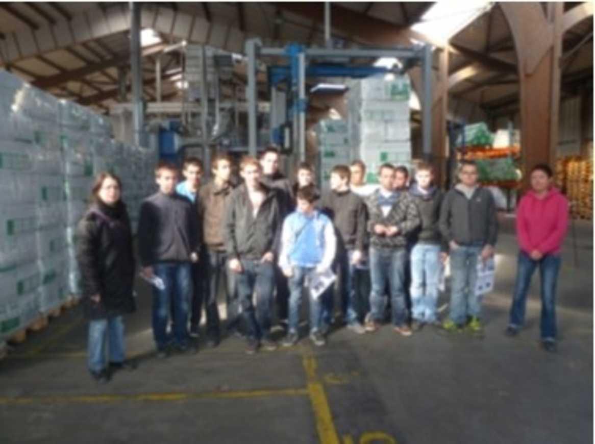 13 élèves de 2MA livrent des journaux à l''usine Cellaouate 0