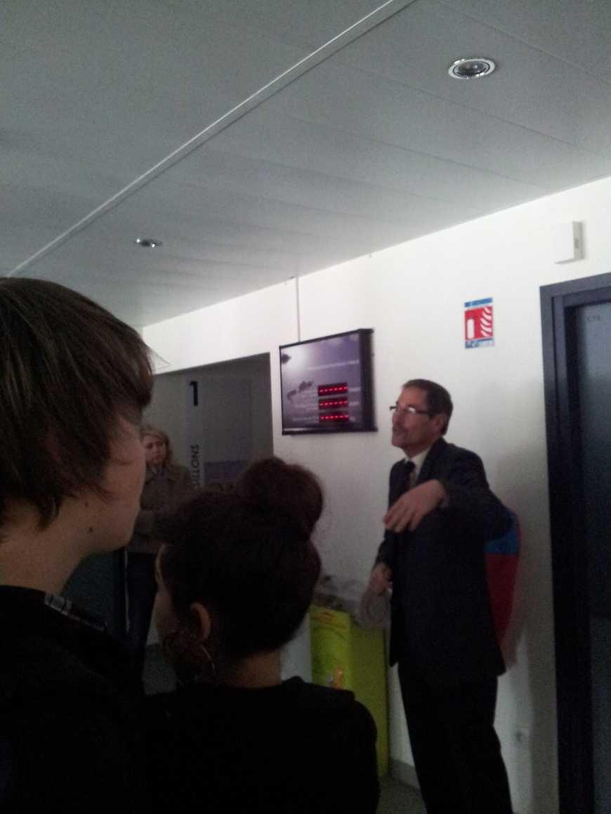 Monsieur Estève a fait visiter l''internat du lycée aux secondes 4 0