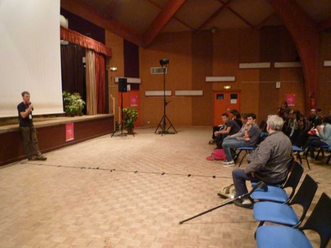 Les secondes 2 ont découvert le documentaire ''''L''enfer vert des bretons'''' p1020303