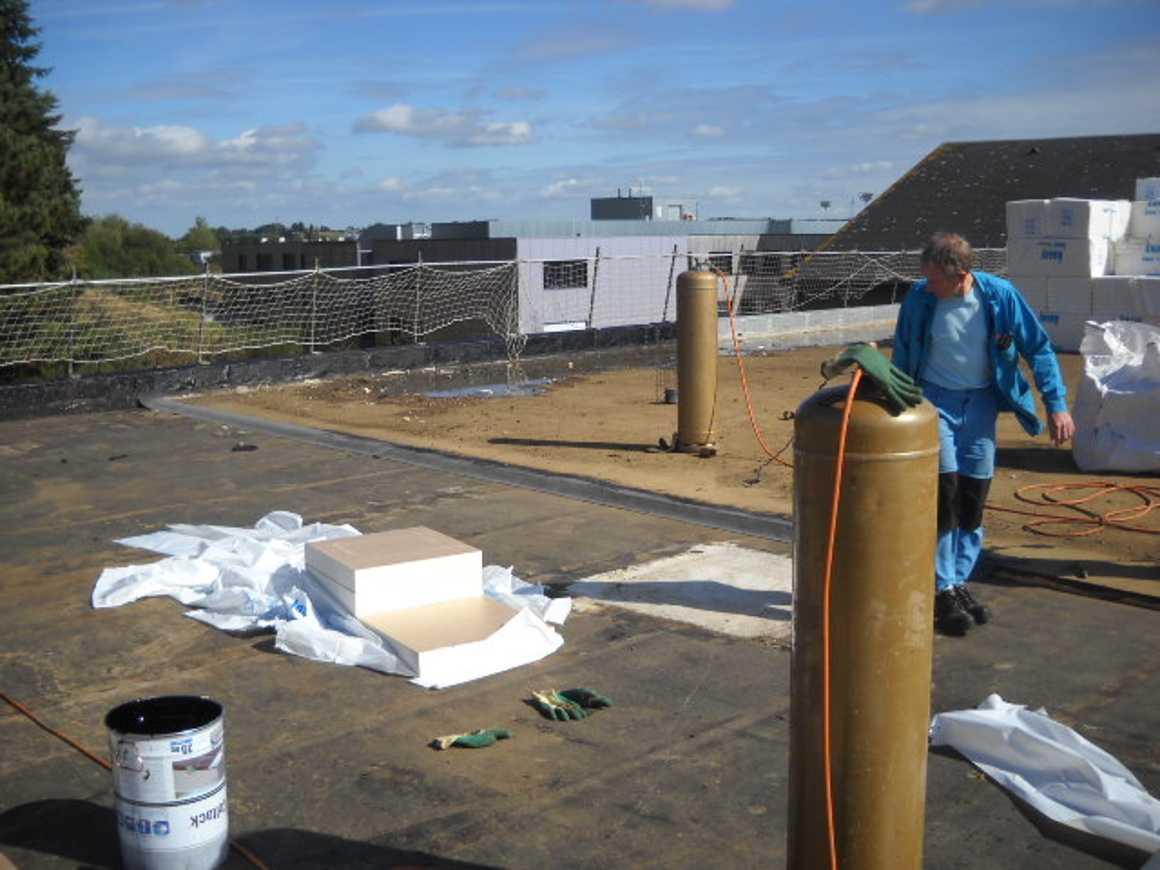 De nouveaux travaux sur les toitures du lycée dscn3137