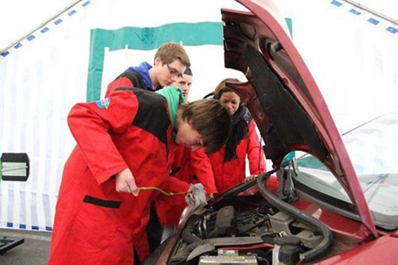 Les lycéens d''Henri-Avril contrôlent les véhicules (OF) 0